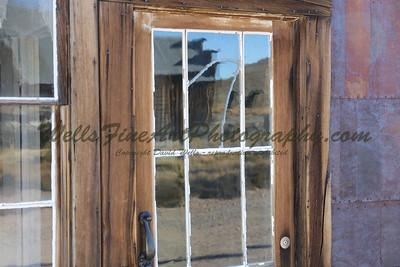 387A8104 Reflections in door