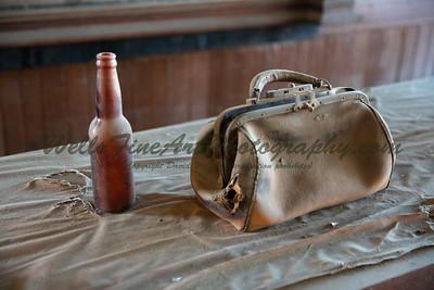 387A8054 Handbag & beer bottle