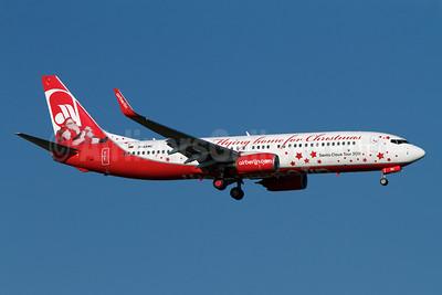 "Airberlin's 2011 ""Flying Home for Christmas"" logo jet"