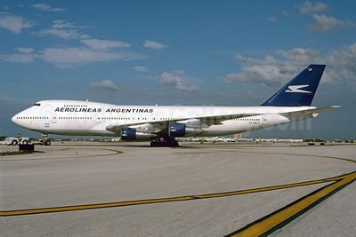 Aerolineas Argentinas Boeing 747-287B LV-MLP (msn 21726) MIA (Bruce Drum). Image: 103402.