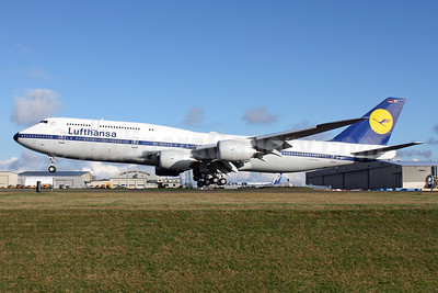 First flight of Lufthansa's 1968 Boeing 747-800 retro jet
