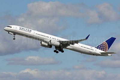 United Airlines Boeing 757-33N WL N75861 (msn 32585) LAX (Michael B. Ing). Image: 907547.