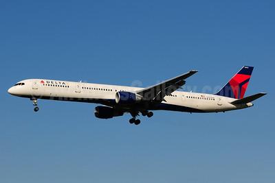 Delta Air Lines Boeing 757-351 N582NW (msn 32981) LAX (Ton Jochems). Image: 911311.