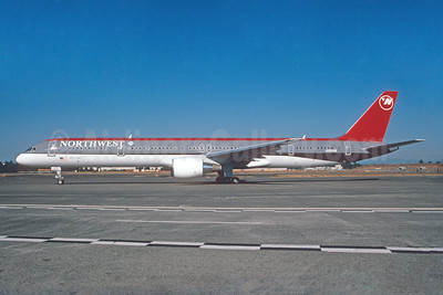 Northwest Airlines Boeing 757-351 N582NW (msn 32981) SEA (Bruce Drum). Image: 103432.