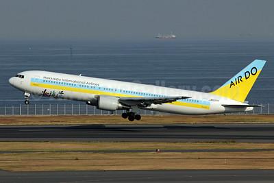 Air Do-Hokkaido International Airlines Boeing 767-381 JA8359 (msn 25617) HND (Michael B. Ing). Image: 909652.