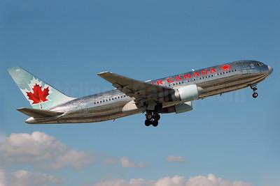Air Canada Boeing 767-233 ER C-GDSP (msn 24142) MIA (Bruce Drum). Image: 100014.