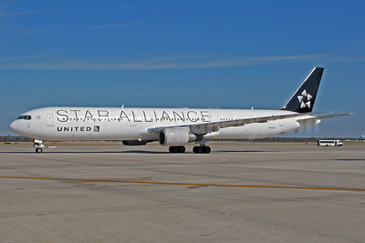 United Airlines Boeing 767-424 ER N76055 (msn 29450) (Star Alliance) IAD (Jeffrey S. DeVore). Image: 905840.
