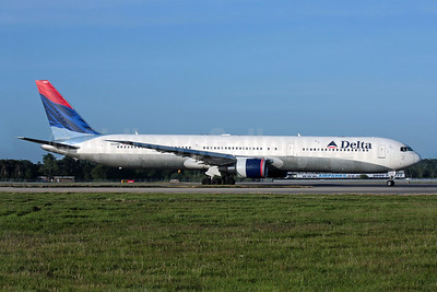 Delta Air Lines Boeing 767-432 ER N844MH (msn 29717) LGW (Antony J. Best). Image: 902059.