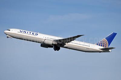 United Airlines Boeing 767-424 ER N66056 (msn 29451) BRU (Karl Cornil). Image: 921575.