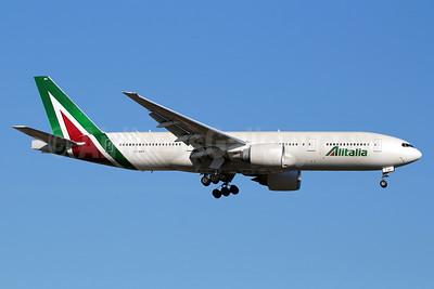 Alitalia (3rd) (Societa Aerea Italiana) Boeing 777-243 ER EI-DBK (msn 32783) JFK (Marcelo F. De Biasi). Image: 933654.