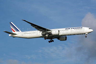 Air France Boeing 777-328 ER F-GSQV (msn 32854) SIN (Michael B. Ing). Image: 900911.