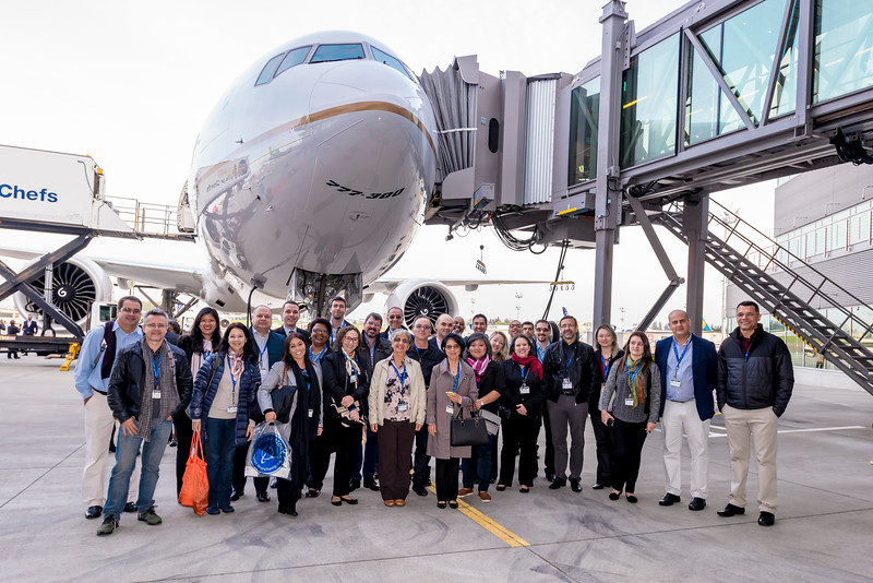 UAL 777-300 Delivery_Fly Away