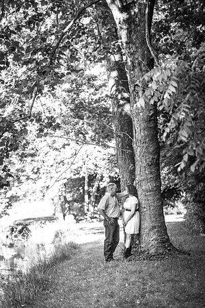 Carl and Lindsey E-Session-32b&w