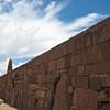 Тиуанако стена среднего храма Kalasasaya