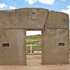 Тиуанако средний храм Kalasasaya врата Солнца с изображением Бога Виракочи и его людей-кондоров