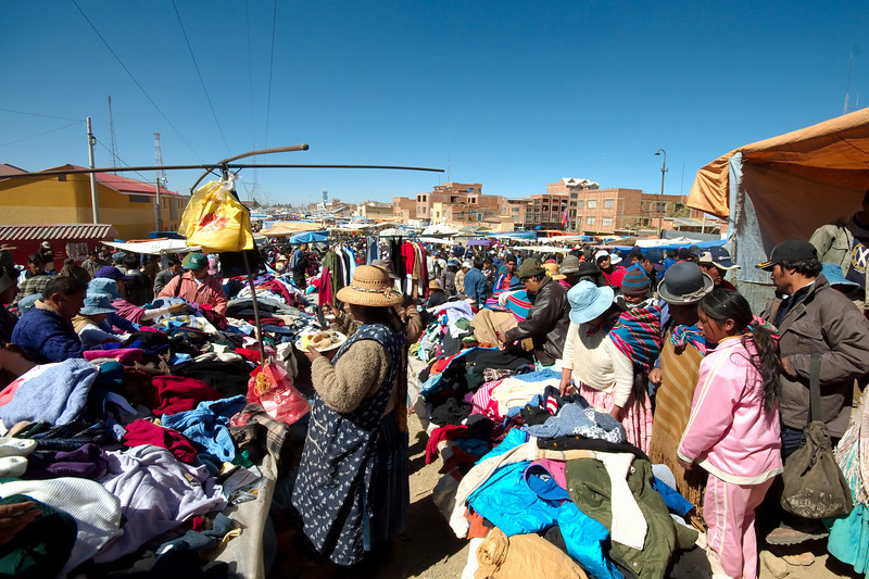 Crowds at the El Alto Market