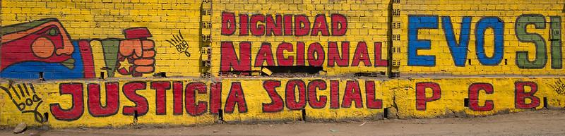 Graffiti on the highway from El Alto to La Paz