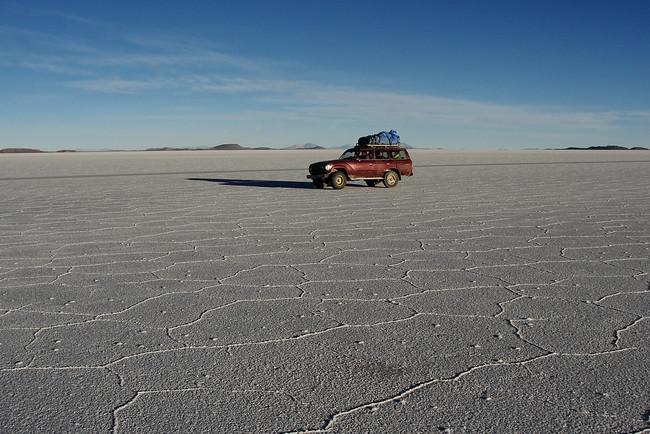 Truck - salt flat - Salar de Uyuni
