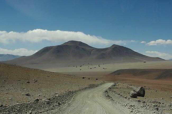 Dirt road - Salar de Uyuni