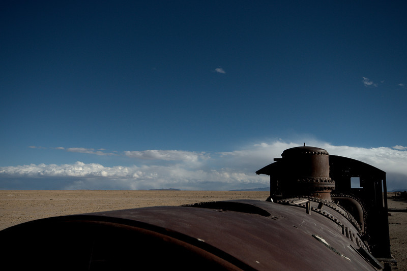 Train engine and horizon.