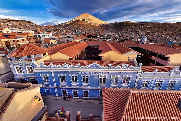 BOLIVIE. VILLE DE POTOSI DOMINÉE PAR LE CERRO RICO CULMINANT A 4782 M. LE CERO RICO EST EXPLOITÉ POUR SES RICHESSES MINERALES PRICIPALEMENT L ARGENT DEPUIS LE XVI SIECLE
