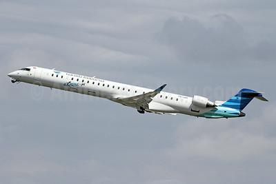 Garuda Indonesia Airways Bombardier CRJ1000 (CL-600-2E25) PK-GRF (msn 19028) DPS (Michael B. Ing). Image: 923970.