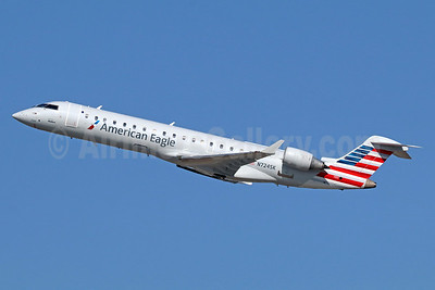 American Eagle Airlines (2nd)-SkyWest Airlines Bombardier CRJ700 (CL-600-2C10) N724SK (msn 10189) LAX (Michael B. Ing). Image: 935765.