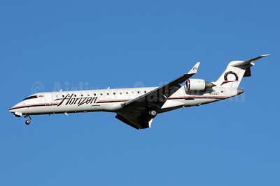 Horizon Air Bombardier CRJ700 (CL-600-2C10) N613QX (msn 10045) SEA (Bruce Drum). Image: 101017.