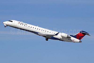 Delta Connection-SkyWest Airlines Bombardier CRJ700 (CL-600-2C10) N606SK (msn 10250) LAX (Michael B. Ing). Image: 911198.