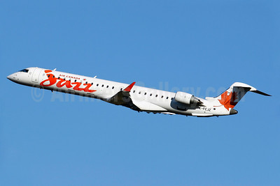 Air Canada Jazz (Jazz Air) Bombardier CRJ705 (CL-600-2D15) C-FCJZ (msn 15040) YUL (Gilbert Hechema). Image: 904231.