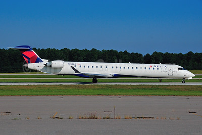 Delta Connection-ExpressJet Airlines Bombardier CRJ900 (CL-600-2D24) N195PQ (msn 15195) RDU (Ken Petersen). Image: 921480.