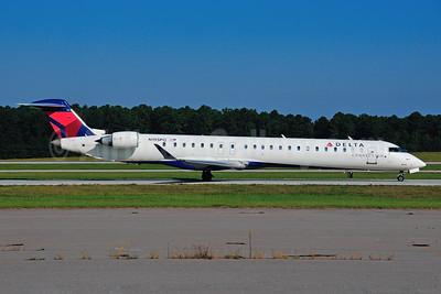 Delta Connection-ExpressJet Airlines Bombardier CRJ900 (CL-600-2D24) N195PQ (msn 15195) RDU (Ken Petersen). Image: 921480.