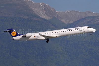 Lufthansa Regional-CityLine Bombardier CRJ900 (CL-600-2D24) D-ACKB (msn 15073) GVA (Paul Denton). Image: 920530.