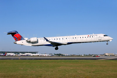 Delta Connection-Pinnacle Airlines Bombardier CRJ900 (CL-600-2D24) N176PQ (msn 15176) HOU (Fernandez Imaging). Image: 910483.