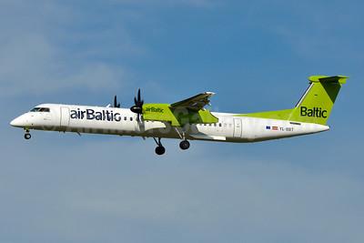 airBaltic Bombardier DHC-8-402 (Q400) YL-BBT (msn 4438) VIE (Tony Storck). Image: 939143.
