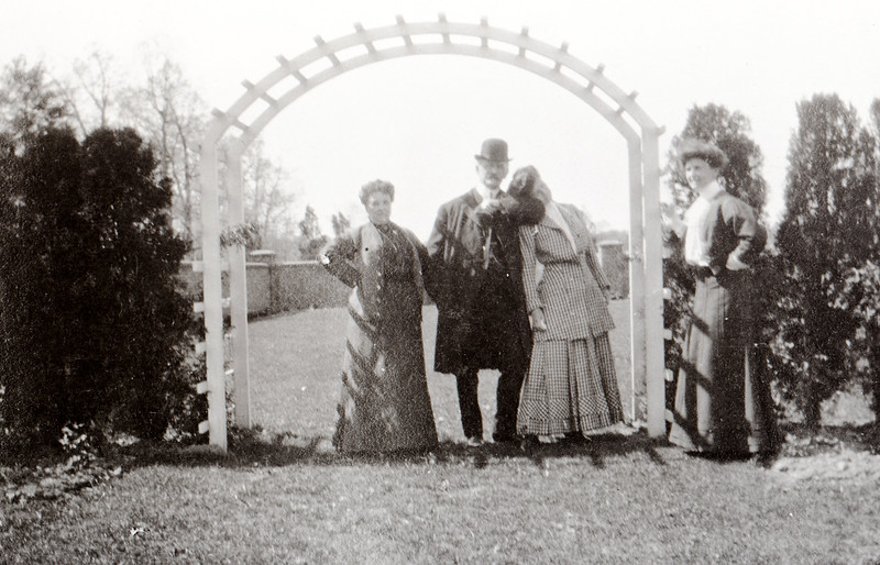 Frank and Maggie Bond at the Garden at Willowbrook, May 1908