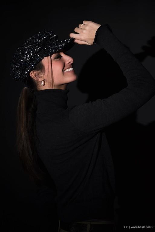 Portrait en studio photo Montpellier fond noir  - Book modèle en studio photo Montpellier