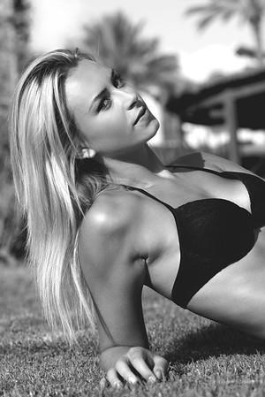 Modèle en maillot de bain  - book modele photo agence mannequin shooting plage Montpellier