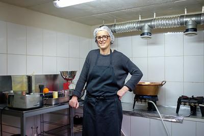 Marie-Francoise Rol dans son atelier. Marie-Francoise a crée Oorain, la marmelade française et bio