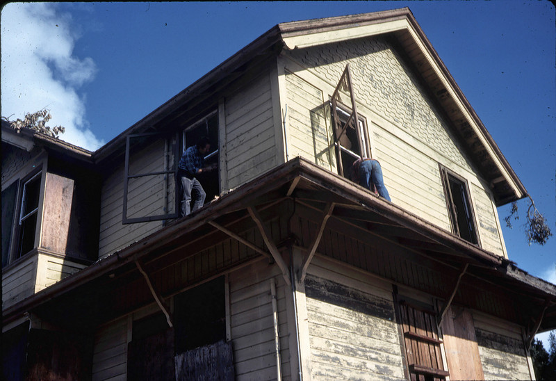 Window & screen removal. Michael Glassow (left), 11/28/1981. acc2005.001.0123