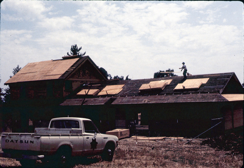 Installing plywood for new roof, 6/1982. acc2005.001.0252