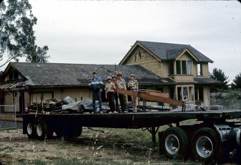 Clean-up day at new site, Troop 26, 4/1982. acc2005.001.0211