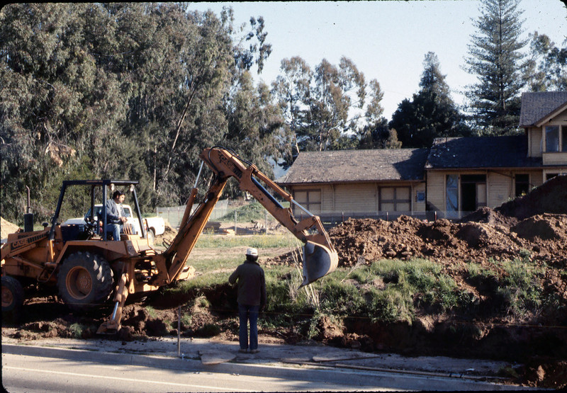 Sewer trenching by South Coast Contractors, Jan. 1982. acc2005.001.0139