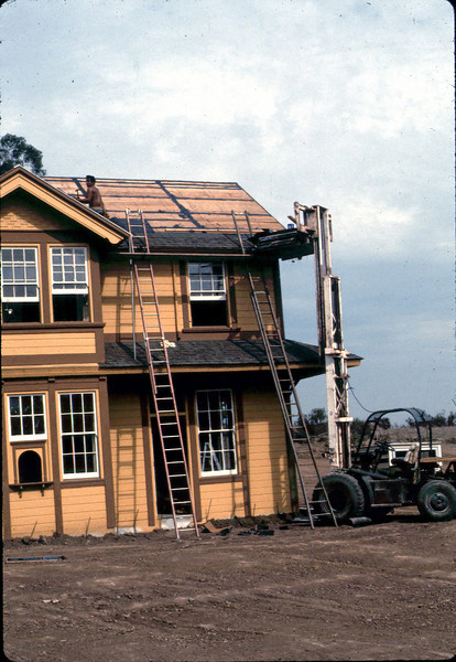 Roofing work, 9/1982. acc2005.001.0331