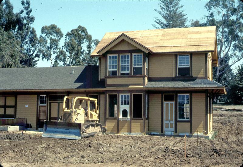 Back-filling (Banner Construction), 9/1982. acc2005.001.0324