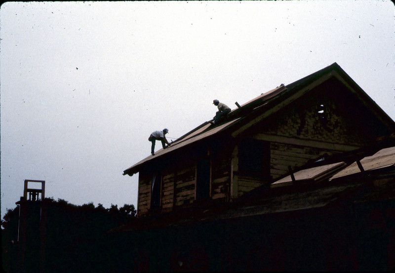 Installing plywood for new roof, 6/1982. acc2005.001.0250