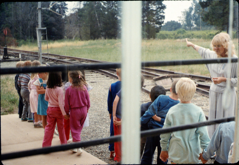 La Patera Elementary School guided tour led by Phyllis Olsen, 5/1988. acc2005.001.0941