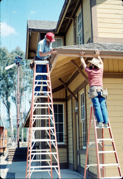 M&M Construction installs new redwood gutters, 5/1988. acc2005.001.0968