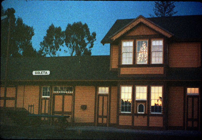 Goleta Depot front exterior with Christmas tree in upstairs bay, 12/1988. acc2005.001.1025