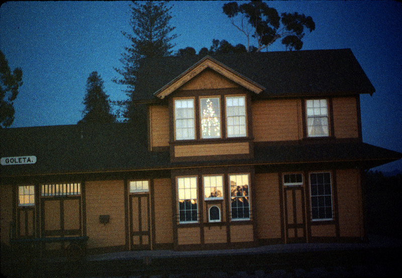 Goleta Depot front exterior with Christmas tree in upstairs bay, 12/1988. acc2005.001.1023